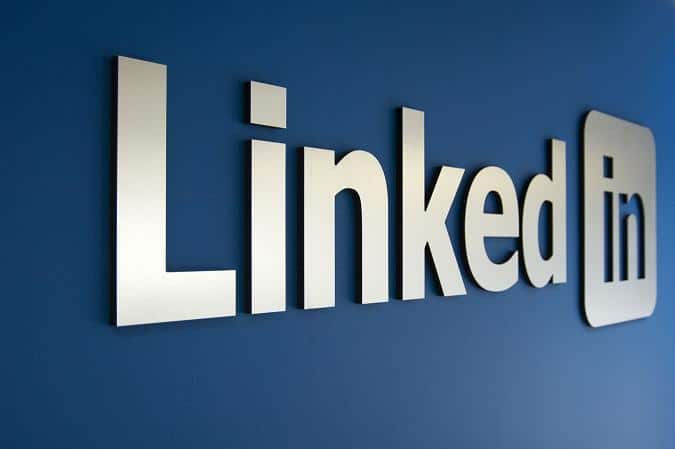 How to Craft the Perfect LinkedIn Profile: A Comprehensive Guide [Infographic]